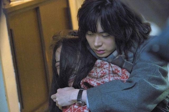 映画『生きてるだけで、愛。』趣里・菅田将暉が描く不器用な男女の物語、芥川賞・三島賞候補作を映画化 - ファッションプレス (51639)