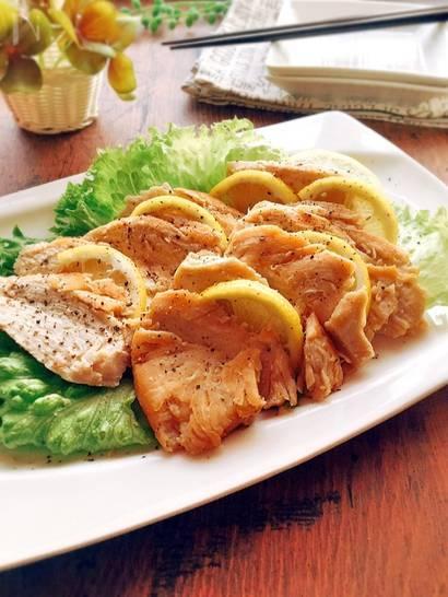 塩水に鶏むね肉を15分漬けておくだけの簡単なレシピです。鶏肉独特の臭みも消えますし、時間が無い時につくります。また、多めに作っておいて、サラダやかるくソテーして、お弁当のおかずにも、どうぞ❣️ | 鶏むね肉 in 2018 | Pinterest | Recipes (52547)