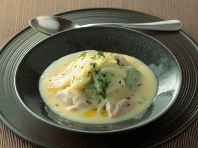 白菜の甘みと鶏肉のうまみを、白みそと豆乳でまとめます。...