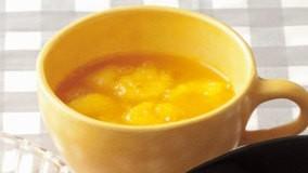 バナナもみかんジュースも、温めると甘みがアップ。スプー...