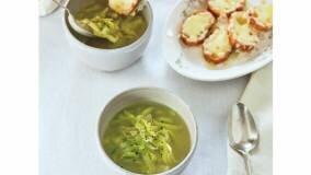 手間暇かかるオニオングラタンスープを、春仕様にライトに...