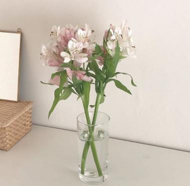 お洒落さんのお部屋の共通点。#花のある暮らし に憧れて。