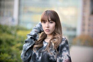 【aRoom×FAKYコラボLIVE!】ライブを控えるメンバーに直撃インタビュー!1人目はAkina☆