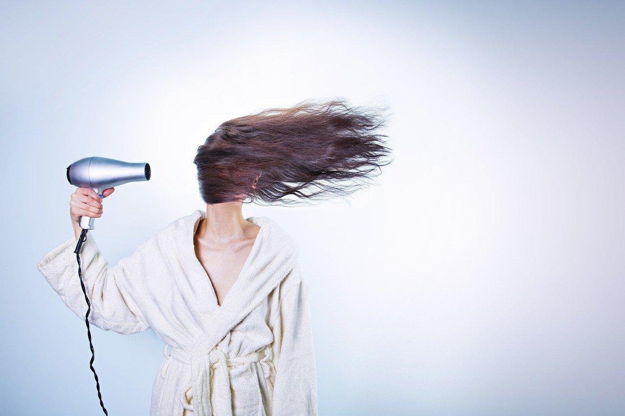 シャンプーは地肌を洗うもの!ブラシを使った正しい洗髪法は?