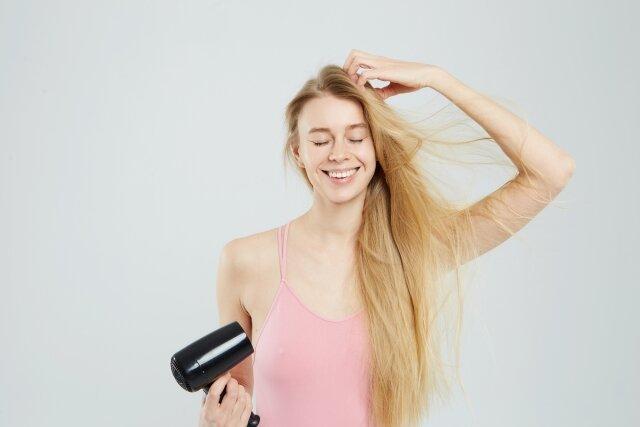忙しい女性必見!ヘアケアしながら髪を早く乾かす方法!