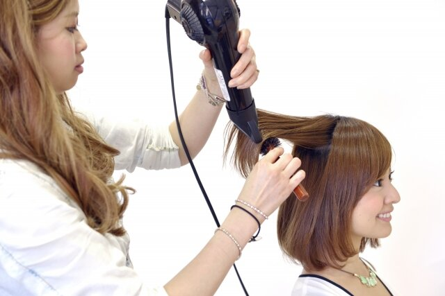 正しいブローの方法を身に付けて、髪を綺麗に伸ばそう♡