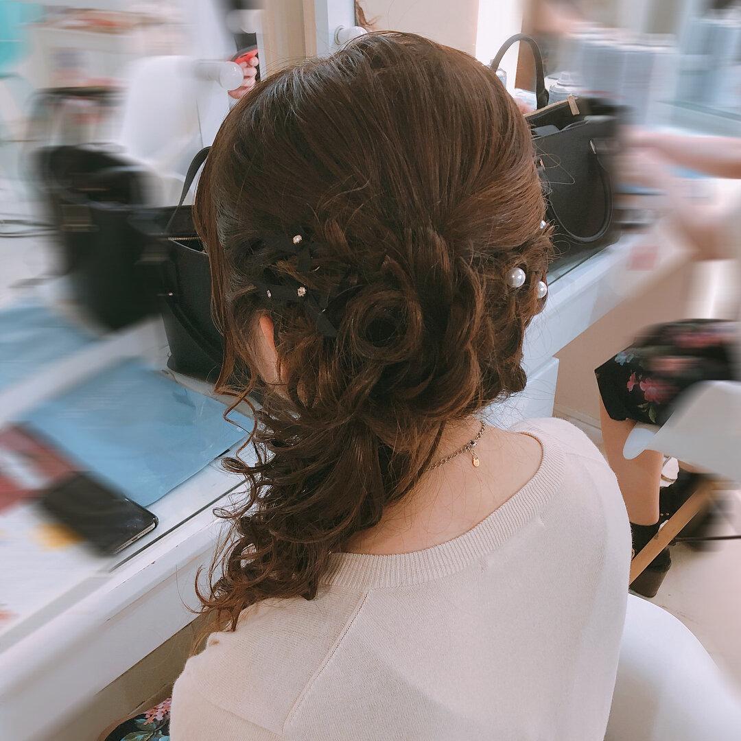 色っぽさと可愛さを演出♡髪を大人っぽく横に流すヘアアレンジ