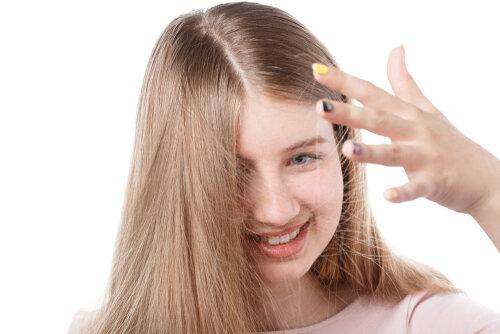 冬の静電気は髪をダメにする…その原因とヘアケア剤で対策する方法