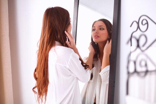 髪をふんわりさせたい人は必見!簡単にできるペタンコ対策3選