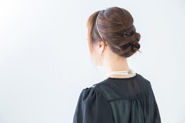 ヘアアレンジの時に出てしまう、短い毛を可愛くする方法