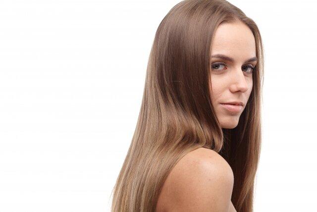 ロングヘアの女性必見♡簡単に可愛くできる巻き髪ヘアアレンジ