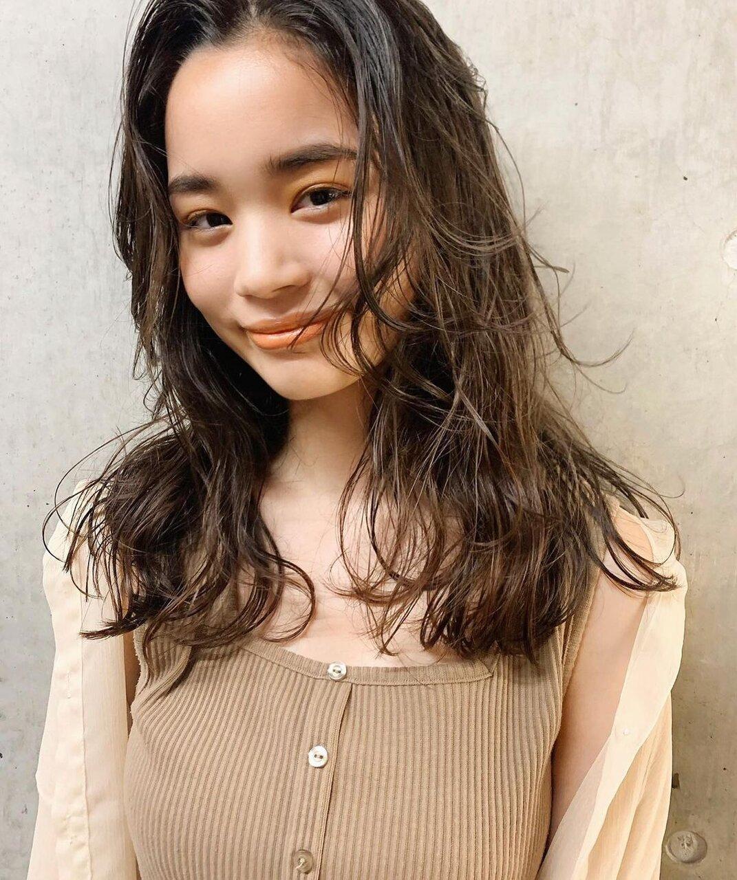 前髪をもっとキュートに♡韓国風S字前髪の巻き方