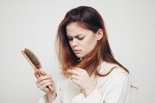 30代の女性は何を悩みにしているのか?髪に対するアンケートを見て驚愕…