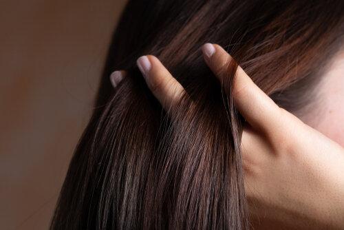 髪が柔らかくなる?自分でできる方法とおすすめヘアケア剤2選!