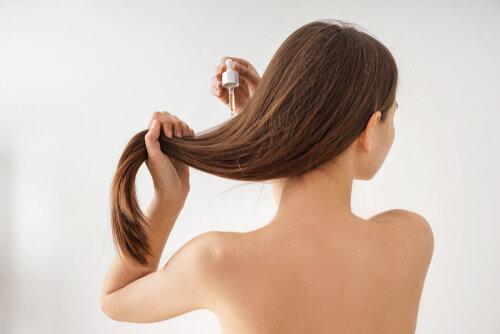 肌にも使えるヘアオイルを使って節約!そのメリットと違いは?