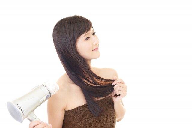ドライヤーはブロッキングを駆使しよう!早く髪を乾かせるおすすめの方法