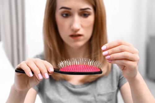 ホルモンバランスが乱れると受ける髪の影響!それは薄毛へまっしぐら…