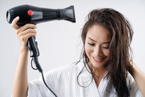 髪を半乾きにするメリットあり!ただし8割乾かすのが前提の話!