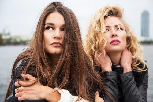 剛毛の悩みはヘアケアでもできる?実際の声も集めてみた結果…