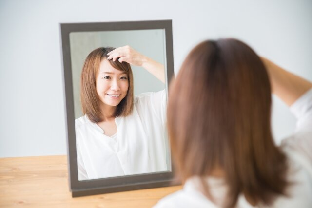 前髪を簡単&可愛く横に流す裏ワザまとめ