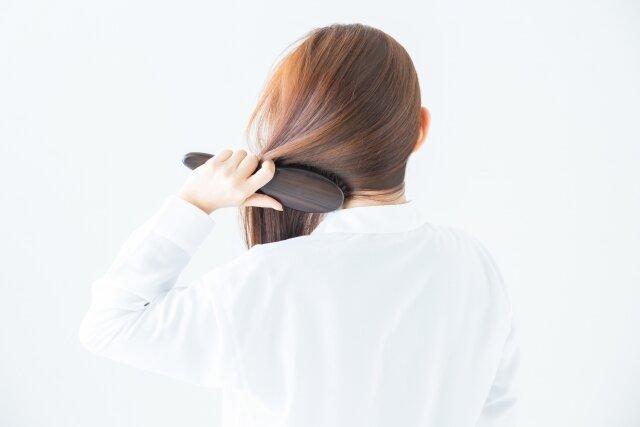 頭皮のたるみは顔のたるみに繋がる!?改善する方法とは?