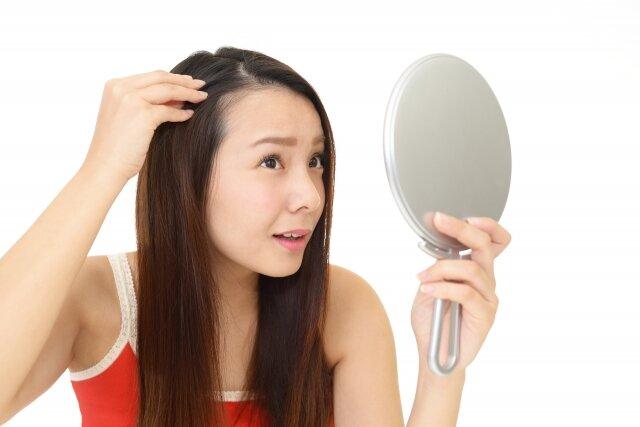毎日気になる!アホ毛の原因とおすすめの対処法まとめ
