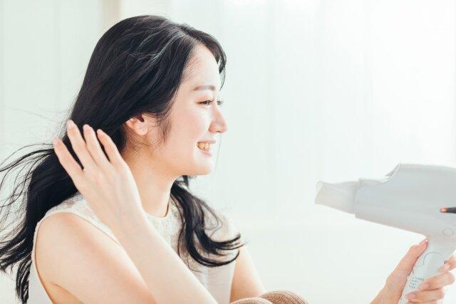 髪のうねりが気になる方必見!髪を綺麗に整える方法まとめ
