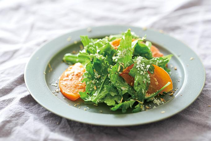 まさにエイジングケア!?ビタミン豊富な柿と春菊のサラダ