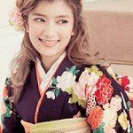 卒業式は袴姿に編み込みハーフアップで大人可愛い女性に