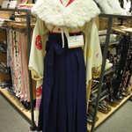 卒業式で袴を着るんだけど、ファーケープってアリ?ナシ?