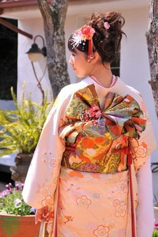 成人式振袖用帯結び3 | ギャラリー | 浜松近郊の神社で結婚式・写真・貸衣装の着付けスタジオ華 (4433)