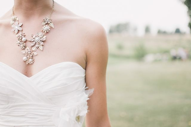 結婚式で、「白」は花嫁のカラー