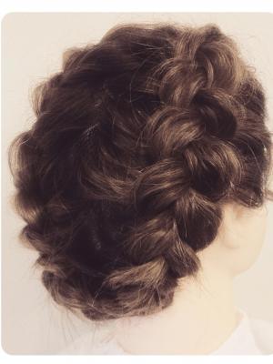 実は簡単!超基本の編み込みのやり方【イラスト付き】ー髪のお悩みやケア方法の解決ならコラム|Tiful(ティフル) (16468)