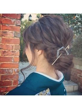 【2017年冬】大人可愛いシニヨンアレンジ/シェルフィ APITA長久手店のヘアスタイル|BIGLOBEヘアスタイル (16764)