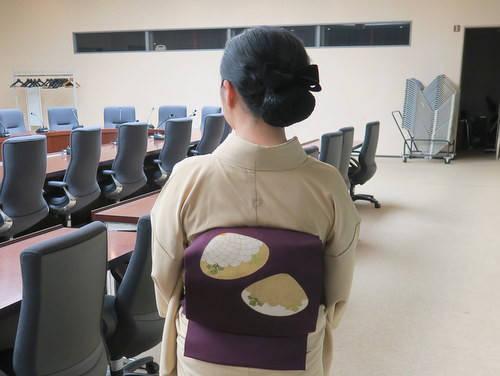 きものの日の装い / 大麻家紋刺繍の一つ紋付江戸小紋に志ま亀の貝文様の染め帯|きもの カンタービレ♪ (26602)