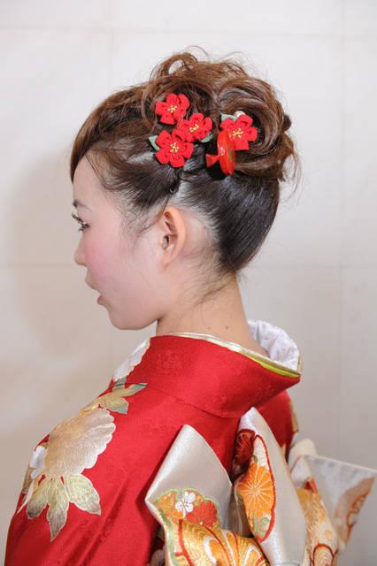 梅の花のつまみ細工の髪飾り