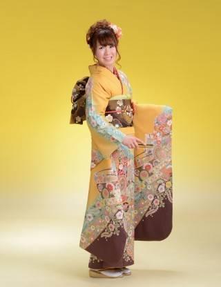 和装は体にオウトツがないほうが美しく着られます