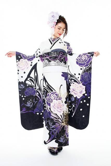 花嫁の髪飾りは、白の生花が圧倒的な人気!