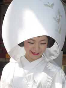 「鶴の刺しゅう」の【綿帽子】