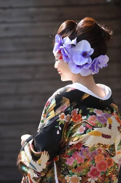 紫の蘭の花をたっぷりと付ける