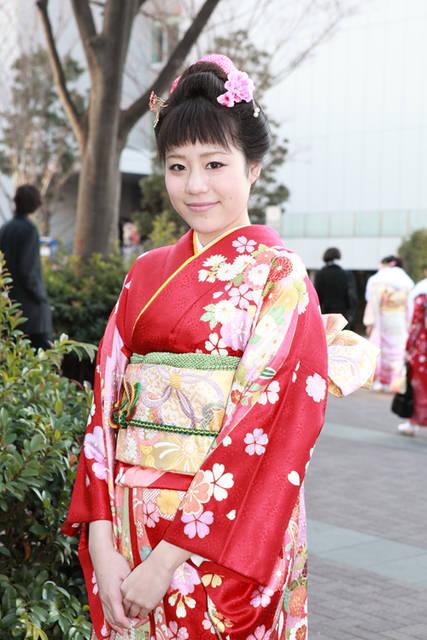 日本髪を眉上の前髪でスッキリ出したスタイル