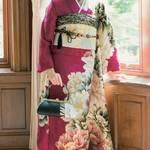 《成人式》会場で前撮りで。綺麗で可愛い振袖姿のポーズ