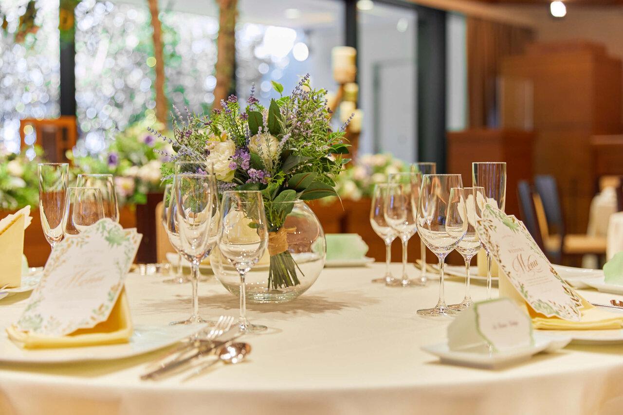 アルカンシエル luxe mariage 大阪のLangkawi Terrace Azureのテーブルコーディネートの写真