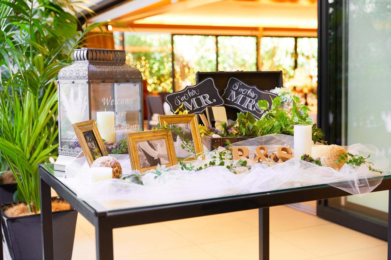 アルカンシエル luxe mariage 大阪のLangkawi Terrace Azureのエントランスで撮影したウェルカムボードやアイテムの写真