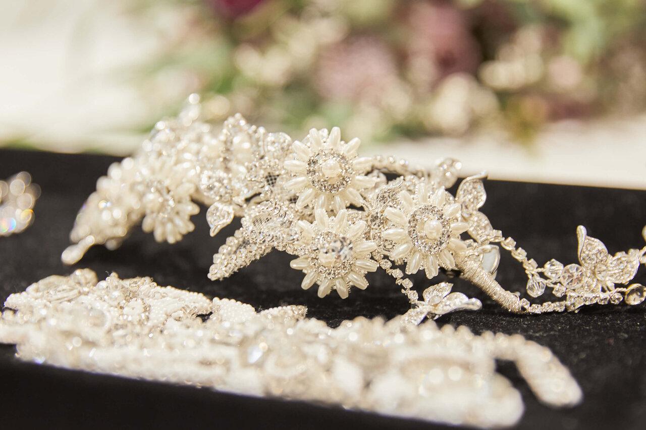 アルカンシエル luxe mariage の控室で撮影した花嫁のヘッドアクセサリーの写真