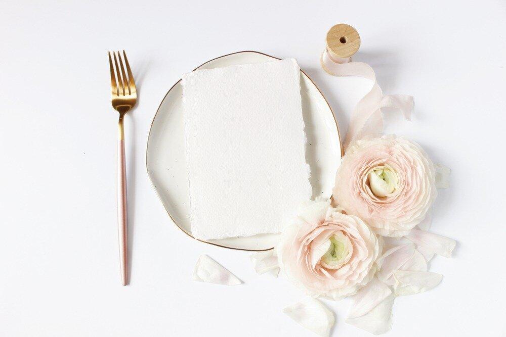 ピンク系でまとめられたテーブルコーディネート