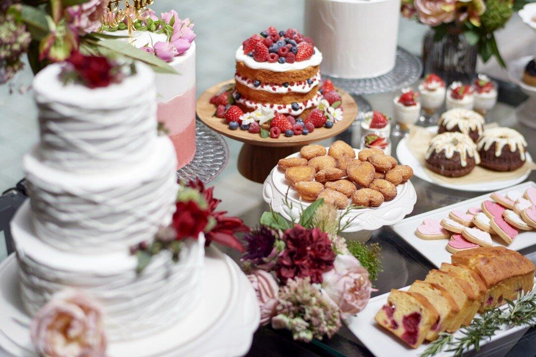 結婚式でのデザートビュッフェの様子