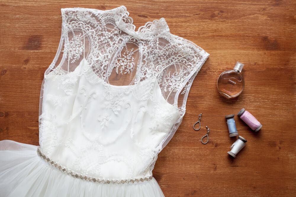 ハイネックデザインのウエディングドレス