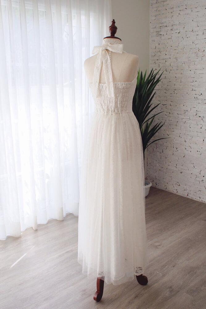 ホルターネックのウエディングドレス