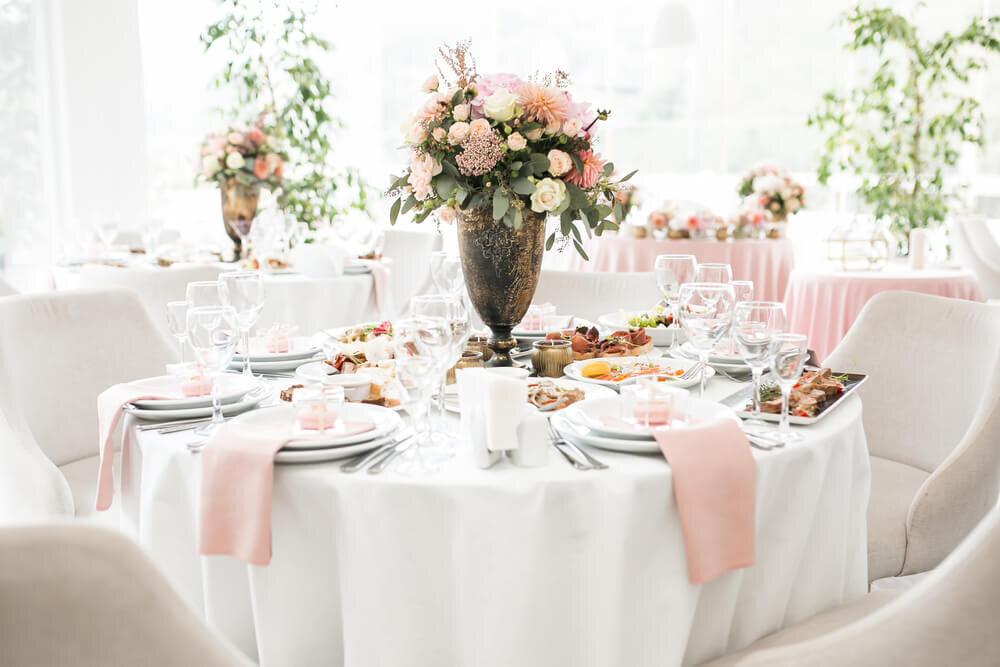 結婚式場のテーブルセッティング
